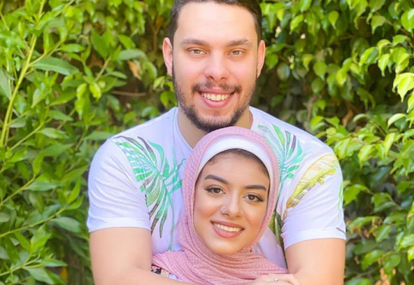 شاهد: أحمد حسن وزوجته زينب يعلنان عن بداية جديدة