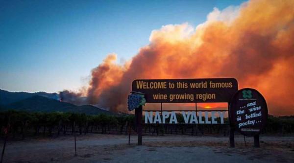 إخلاء مستشفى ومئات المنازل جراء نشوب حريق في غابات بكاليفورنيا