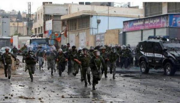 قوات الاحتلال تقتحم مخيم شعفاط وتعتقل شاباً