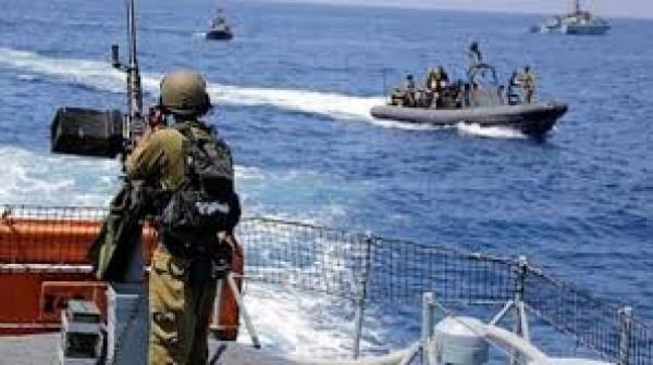 الاحتلال يُطلق النيران صوت مراكب الصيادين في بحر غزة