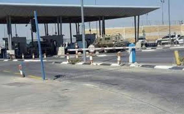 الاحتلال يستولي على محطة وقود وبسطة قرب حاجز قلنديا شمال القدس