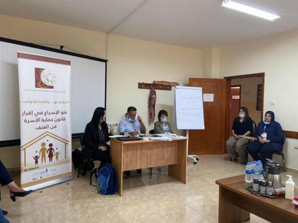 مركزا محور والارشاد القانوني والاجتماعي يوقعان مذكرة تفاهم لتطوير خدمات الحماية للنساء المعنفات