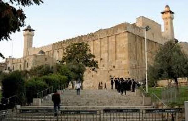 الاحتلال يمنع مدير عام الأوقاف وموظفيها من دخول الحرم الإبراهيمي