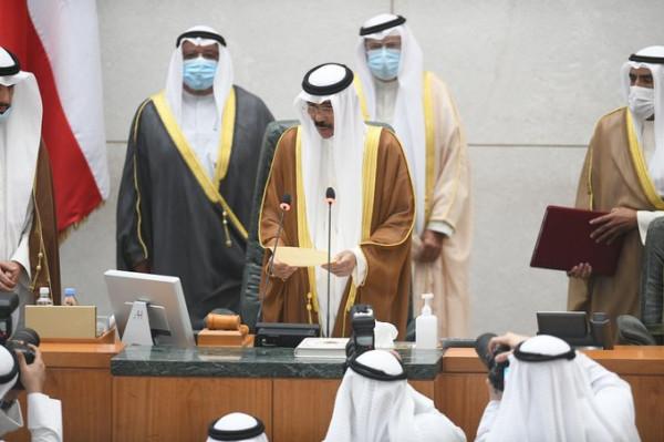 شاهد: الشيخ نواف الأحمد يؤدي اليمين الدستورية أميراً للكويت
