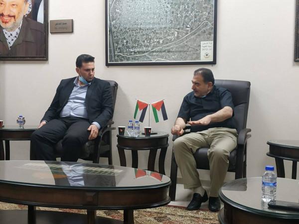 وفد من وزارة الاتصالات وتكنولوجيا المعلومات يزور بلدية قلقيلية