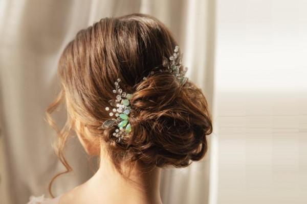 صور تسريحات شعر رومانسية لعروس خريف 2020