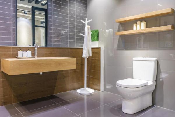 نصائح عملية لتوسيع الحمام الضيق