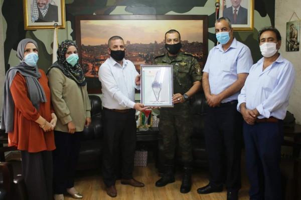 التوجيه السياسي يكرم قائد منطقة سلفيت وقادة الأمن تقديرا لدورهم بخدمة المواطنين