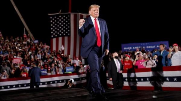 """ترامب ساخرًا: سأغادر البلاد إن انهزمت أمام """"أسوأ"""" مرشح في تاريخ الرئاسات الأمريكية"""