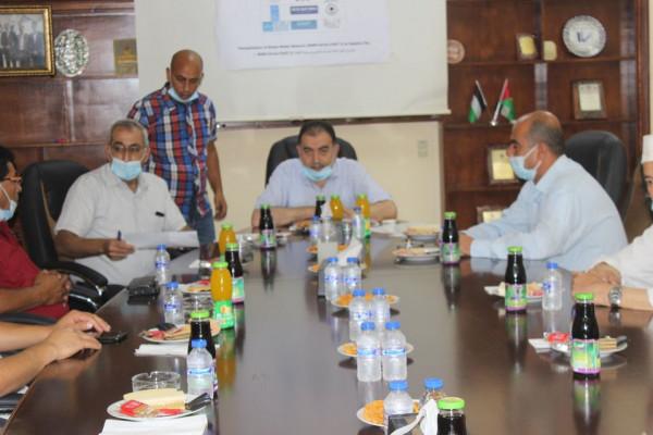 بلدية قلقيلية تبحث مع لجان الأحياء مشروع تأهيل شبكة الصرف الصحي