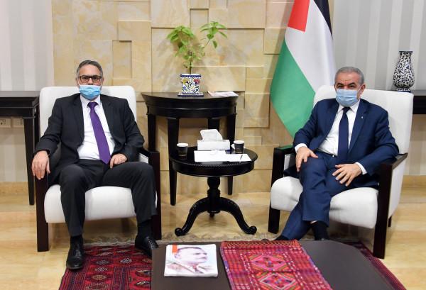 اشتية: يجب الدفاع عن الرواية الفلسطينية التاريخية في ظل محاولات تشويهها