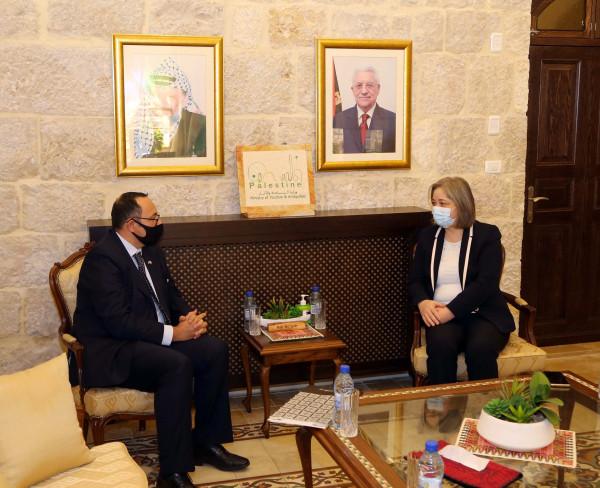 فلسطين ومالطا يبحثان افاق التعاون السياحي بعد (كورونا)