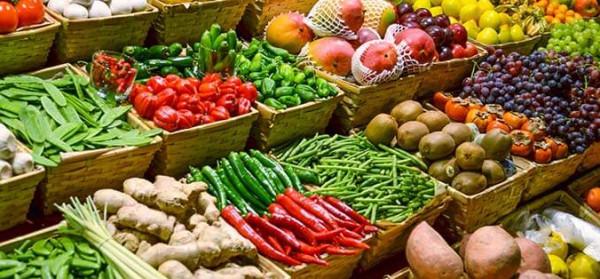 طالع أسعار الخضار والفواكه والدجاج في أسواق غزة