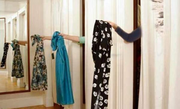 هل يجوز للمرأة خلع ملابسها خارج منزلها؟