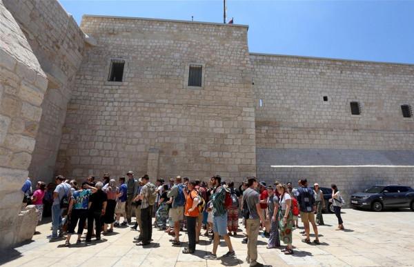 """""""السياحة والآثار"""": البدء بالتنسيق مع وزارة الصحة لإعادة الحياة السياحية في فلسطين"""