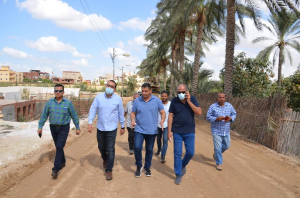 نائب محافظ الاسماعيلية يتفقد الأعمال الانشائية لعدة طرق جديدة بمدينة الاسماعيلية