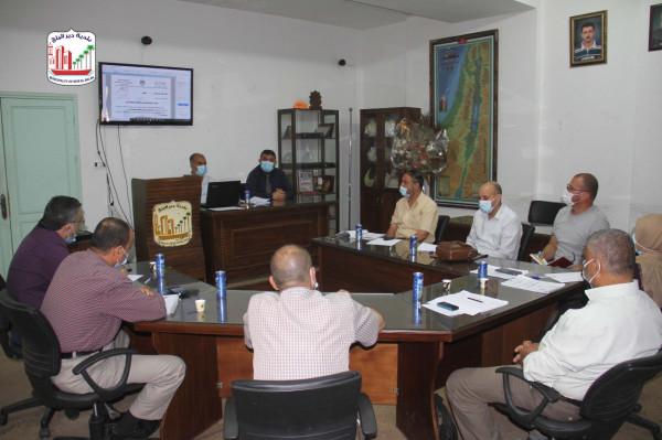 بلدية دير البلح تعقد ورشة عمل لمناقشة نظام الأبنية المعدل بمحافظات غزة