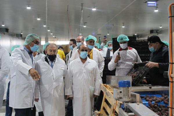 وزيرالاقتصاد الوطني يفتتح مصنع حصاد فلسطين للتمور في منطقة الجفتلك