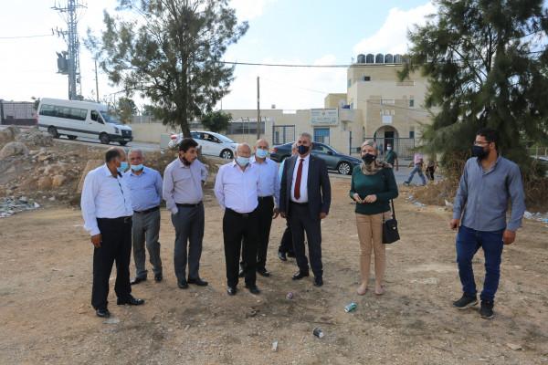 الصالح يطلع على احتياجات بلدات دير جرير والطيبة واوصرين من المشاريع التطويرية