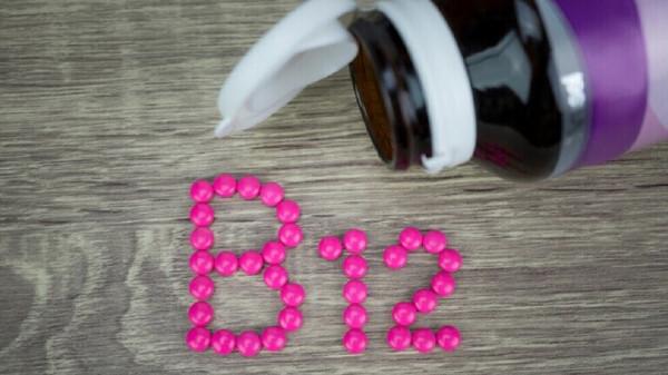 سبع علامات منبهة لانخفاض مستويات فيتامين (B12)