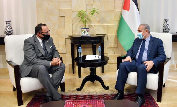 اشتية يستعرض مع سفيري مالطا واليونان الجهود المبذولة لعقد الانتخابات بفلسطين