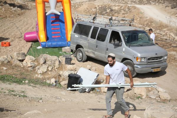 نابلس: إصابة ثلاثة مواطنين وتحطيم مركبات بهجوم للمستوطنين على قرية بورين
