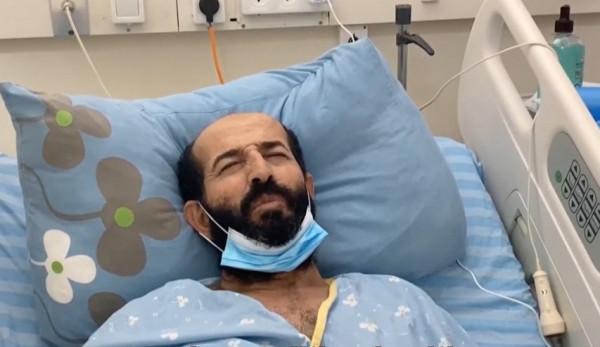 قدورة فارس: انتكاسة على صحة الأسير ماهر الأخرس