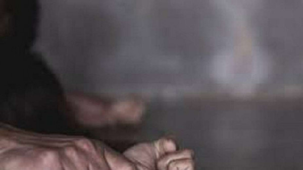 رجل مُسن يغتصب 160 طفلة بينهم ابنته