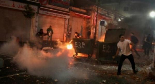 مواجهات بين الشبان الفلسطينيين وقوات الاحتلال على الحاجز الشمالي لمدينة قلقيلية
