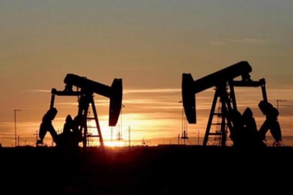 أسعار النفط الخام تتراجع إثر اتفاق ليبي