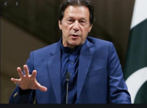 رئيس وزراء باكستان يطالب (فيسبوك) بحظر أي محتوى معادي للإسلام والمسلمين