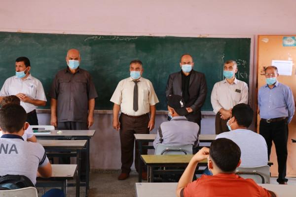 لجنة التربية بالمجلس التشريعي بغزة تتفقد بدء المرحلة الثانية من العودة للمدارس