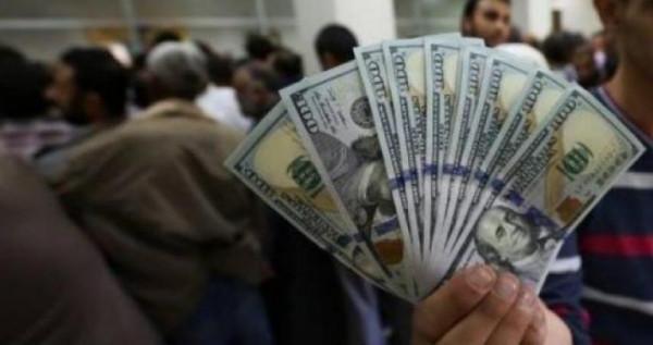 يديعوت: قطر ستبدأ قريبًا بنقل دفعتين من أموال منحة 100 دولار لغزة