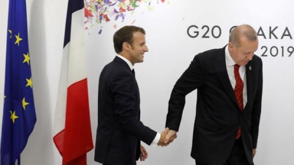 ازدياد التوتر بين باريس وأنقرة.. مجلة فرنسية تنشر صوراً مُسيئة لأردوغان