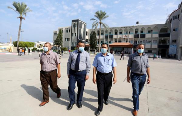 رئيس بلدية دير البلح ينهي جولته للمدارس ضمن المرحلة الثانية للعودة للمدارس
