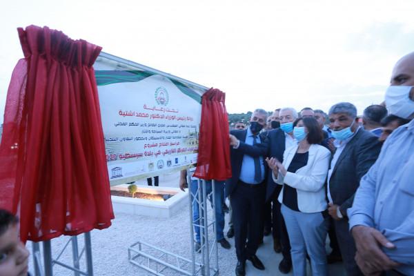 وزير الحكم المحلي يفتتح مشروع ساحة البيدر في سبسطية وبيت امرين