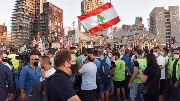 مئات اللبنانيين يتظاهرون رفضاً لإساءة فرنسا للإسلام