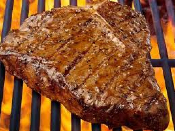 قبل وأثناء الشواء.. أهم النصائح للحصول على لحم لذيذ