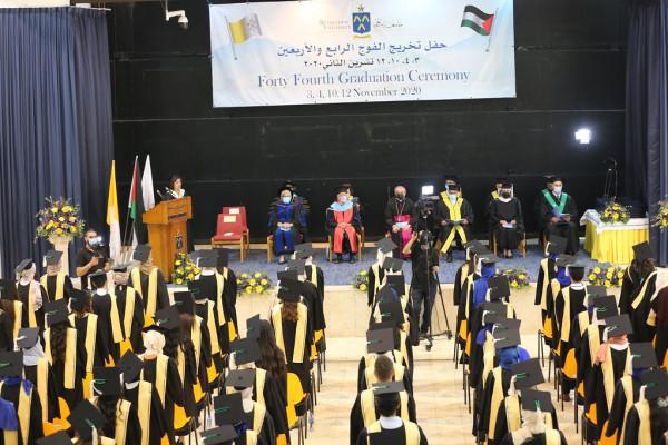 جامعة بيت لحم تحتفل بتخريج الدفعة الأولى من الفوج 44