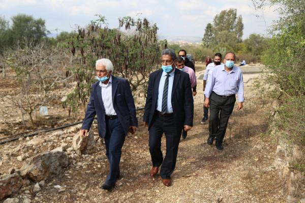 المطور يطلع على الواقع البيئي لقرية تل بنابلس