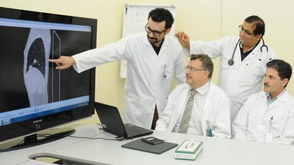 أطباء يستأصلون كتلة سرطانية بِوَزن (قطة) من بنكرياس مريضة