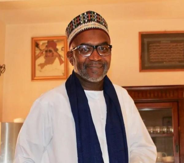 رفضا للرسوم المسيئة.. وزير سنغالي سابق يعيد لفرنسا وسام شرف