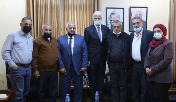 وزير التربية يبحث مع وفد من بلدية طولكرم تعزيز التعاون لخدمة التعليم