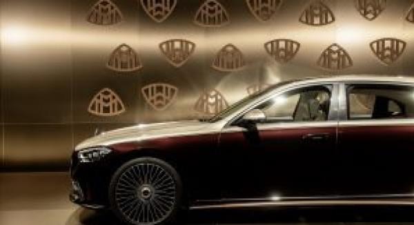 شاهد: مرسيدس تطلق إصدار جديد من سيارتها الملكية..ومميزات خيالية