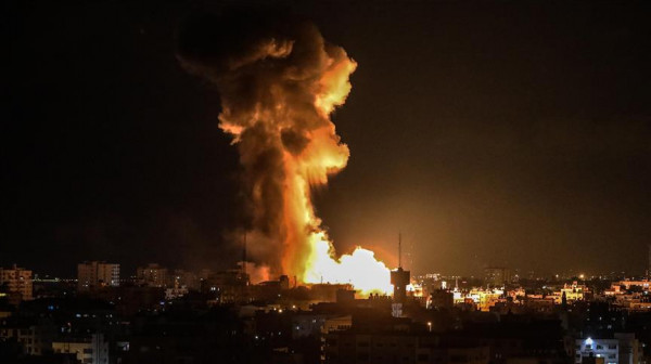 فيديو: طائرات الاحتلال تشن سلسلة غارات على قطاع غزة