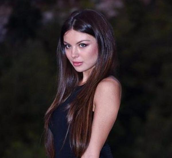 شاهد: ملكة جمال لبنان تميل للتعري لتُروج السياحة في بلدها
