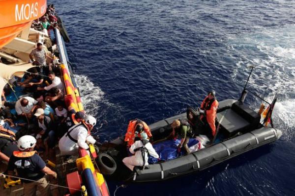 خفر السواحل اليوناني يعثر على 13 مهاجراً سورياً وينتشل جثة