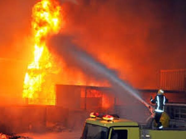"""السعودية: نشوب حريق في خزان للوقود شمال جدة نتيجة """"اعتداء إرهابي"""""""