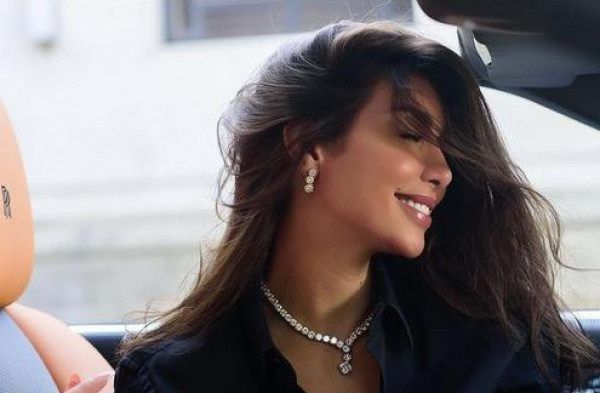 """ياسمين صبري تستضيف """"سيدة المطر"""" في منزلها"""