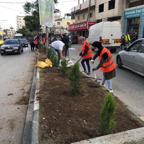 مبادرة تطوعية لمركز ليلك وطالبات لتجميل شارع بيت لحم